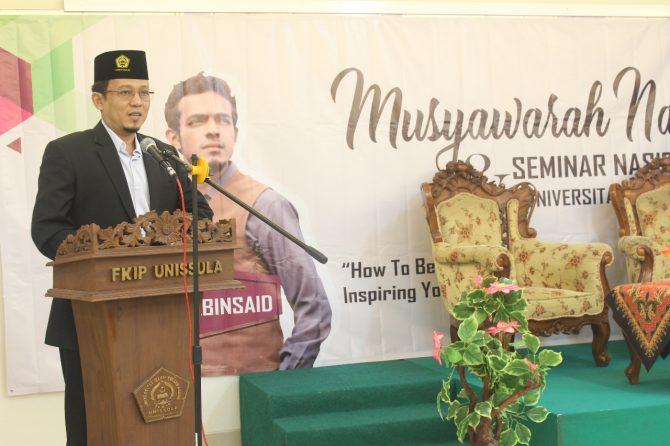 Wakil Rektor III Unissula Membuka Acara Seminar dan Musyawarah Nasional 4 FULDMKG